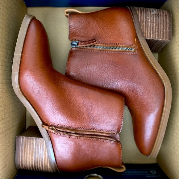 NWOT Gorgeous boots for fall